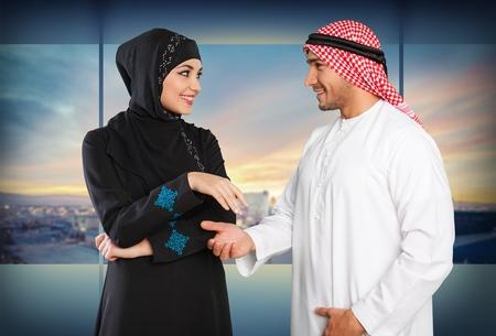 hombre arabe: Pueblo �rabe felices