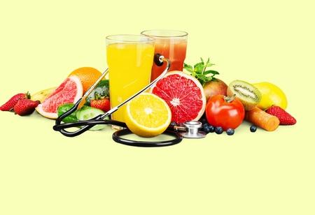 comiendo frutas: Alimentaci�n saludable. Foto de archivo