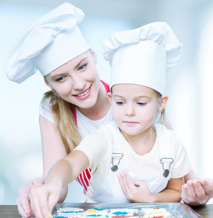 upbringing: Mother cooking with her daughter