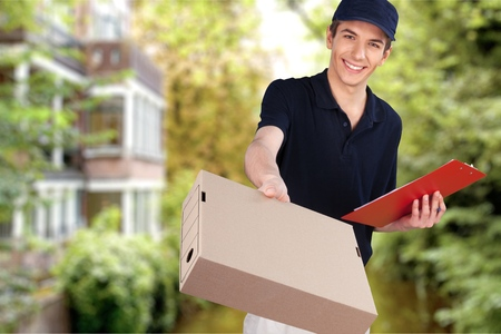 delivery package: Delivery man deliver package