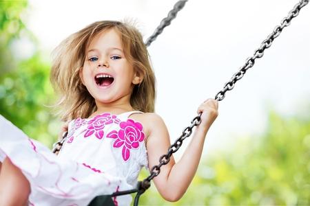 chicas sonriendo: Jugar Ni�o. Foto de archivo