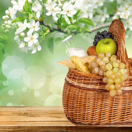 queso fresco blanco: Cesta de picnic.