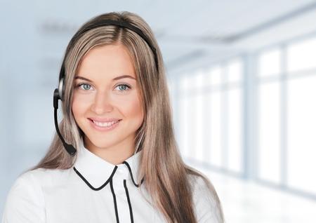 recepcionista: Representante de Servicio al Cliente.