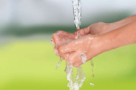 lavandose las manos: Lavarse las manos.