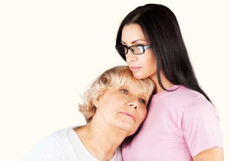 familia abrazo: Cuidado de Adultos Mayores.