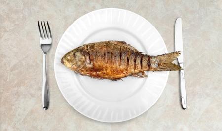 plato de pescado: Platillo de pescado. Foto de archivo