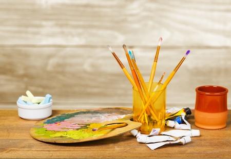 descriptive colours: Artistic crafts.