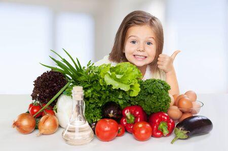 niños comiendo: Comer. Foto de archivo