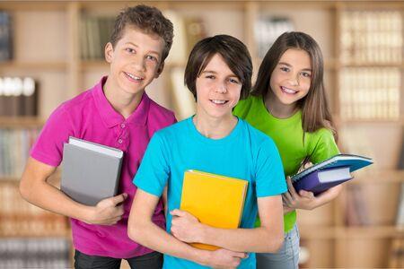 niño escuela: Los escolares. Foto de archivo