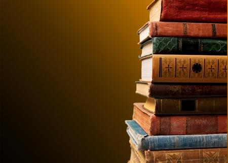 vieux livres: Old books.