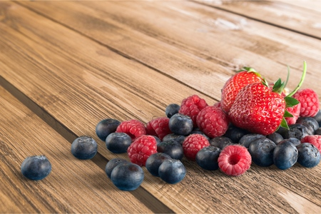 medium group of objects: Berries.