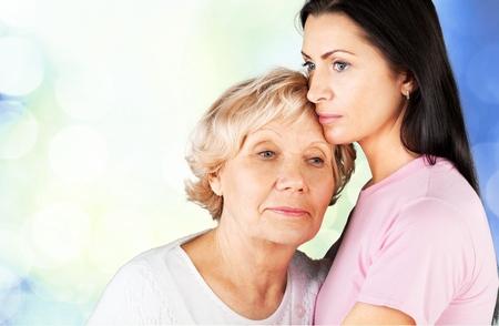 familia abrazo: Proceso de envejecimiento.