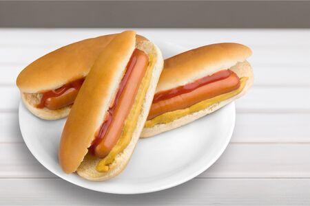 perro caliente: Hot dog.