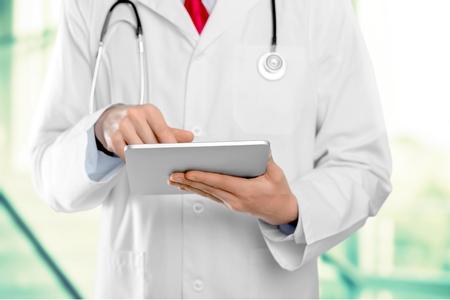 and medicine: Asistencia sanitaria y medicina.