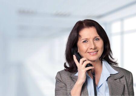 recursos financieros: Teléfono.