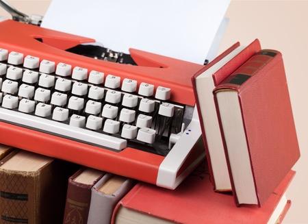 suspenso: Máquina de escribir retro.