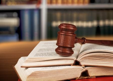 à  law: Libros de ley.