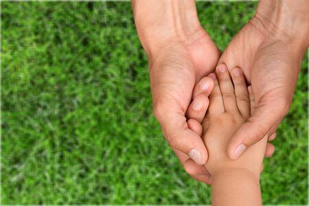 manos: Ayudar a las manos. Foto de archivo