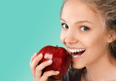 eating fruit: Dientes humanos.