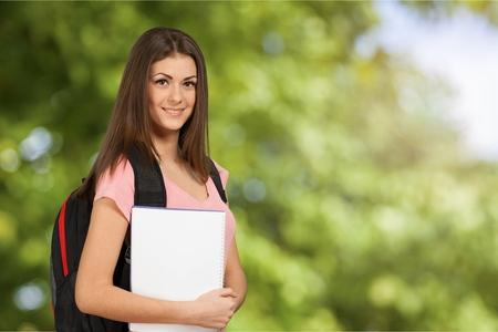 mujeres morenas: Estudiante.