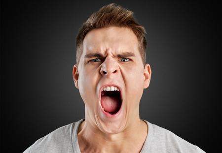 enojo: Enfado.