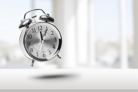 Tiempo: Reloj despertador. Foto de archivo