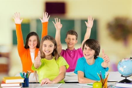 niños estudiando: Colegio.