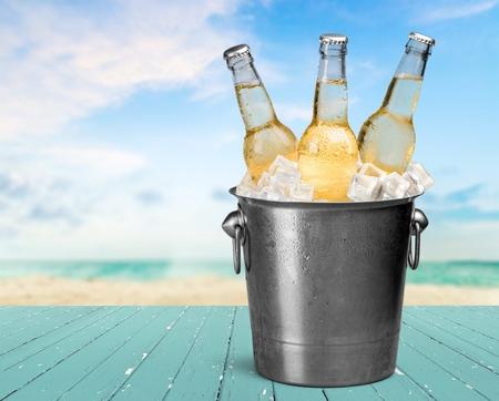 Botella de cerveza. Foto de archivo
