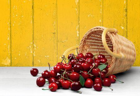 canastas con frutas: Cherry.