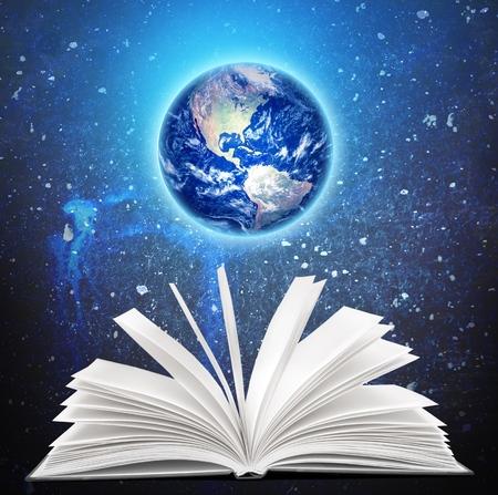 libros abiertos: Libro. Los elementos de esta imagen proporcionada por la NASA.