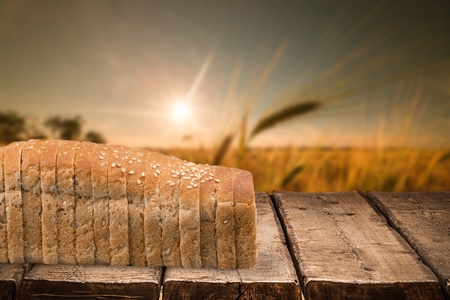 comiendo pan: Pan. Foto de archivo