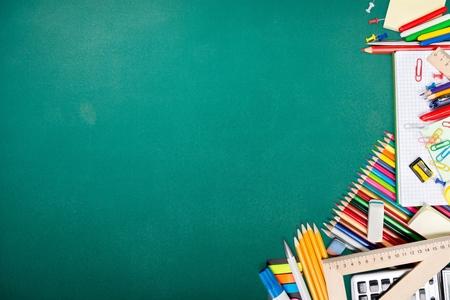 fournitures scolaires: L'�cole. Banque d'images