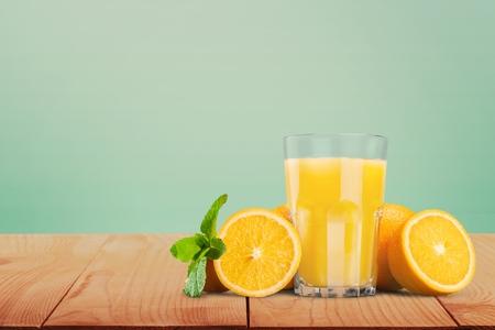 jugo de frutas: Jugo de naranja. Foto de archivo