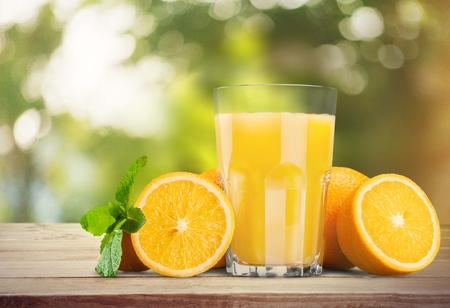 naranja color: Jugo de naranja. Foto de archivo