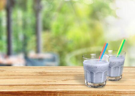 verre de lait: Smoothie. Banque d'images