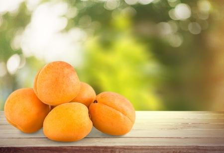 five objects: Fruit.