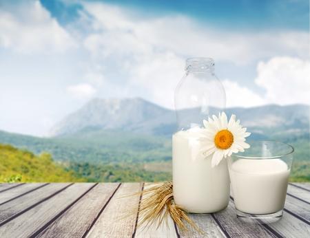 leche y derivados: Leche.  Foto de archivo