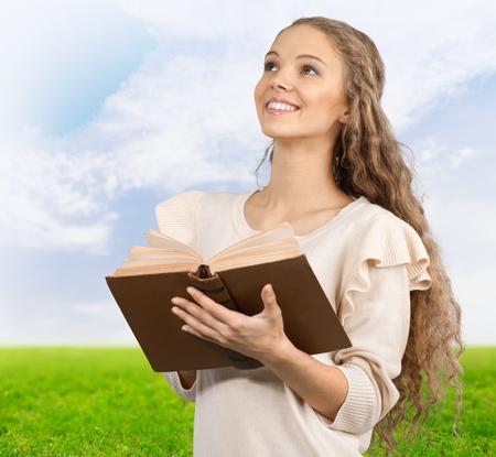donna innamorata: Bibbia.