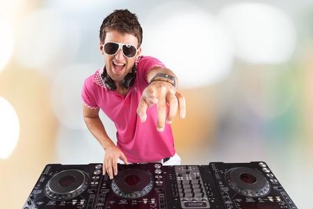 pulsating: Party DJ.