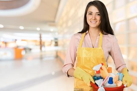 mujer limpiando: Limpieza. Foto de archivo