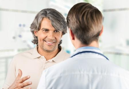 medico con paciente: Doctor.  Foto de archivo