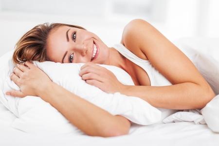 mujer en la cama: Dormido.