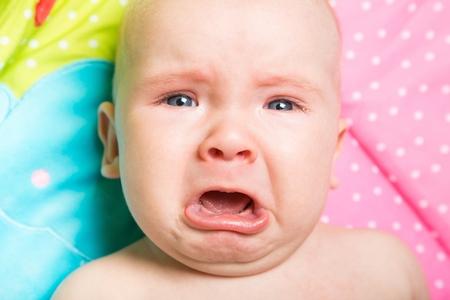 ni�o llorando: Beb�. Foto de archivo