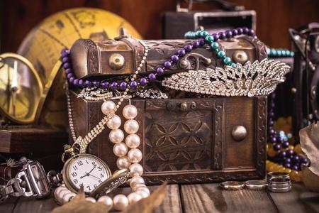 antique jewelry: Antique.