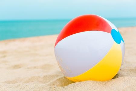 playa: Pelota de playa. Foto de archivo
