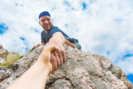 personas ayudando: Escalada en roca.