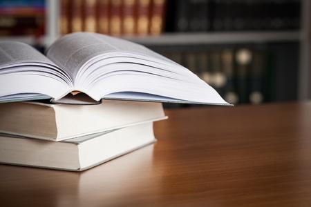 libro abierto: Estudiando.