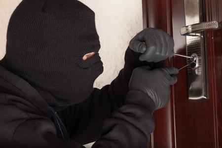 ladrón: Robo.
