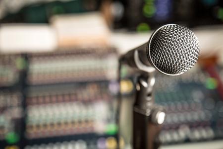 studio: Radio.