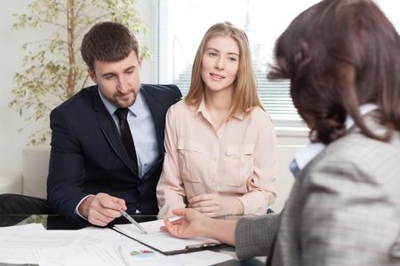 saleswomen: Contract.